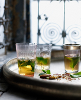 Glasses of Moroccan mint tea with pistachio biscuits 11015324757| 写真素材・ストックフォト・画像・イラスト素材|アマナイメージズ