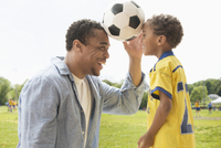 Father and son playing with soccer ball 11018073552| 写真素材・ストックフォト・画像・イラスト素材|アマナイメージズ