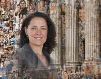 Businesswoman surrounded by images of people 11018080106| 写真素材・ストックフォト・画像・イラスト素材|アマナイメージズ