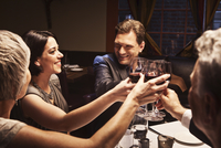 Couples toasting with red wine in restaurant 11018080810| 写真素材・ストックフォト・画像・イラスト素材|アマナイメージズ
