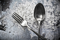 Close up of silver fork and spoon 11018080881| 写真素材・ストックフォト・画像・イラスト素材|アマナイメージズ
