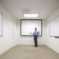 Hispanic businessman standing by screen in office conference room 11018081289| 写真素材・ストックフォト・画像・イラスト素材|アマナイメージズ