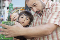 Father and son playing with microchips 11018082512| 写真素材・ストックフォト・画像・イラスト素材|アマナイメージズ