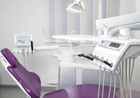 Dentist's Chair and Equipment in Dental Office, Germany 11030036178| 写真素材・ストックフォト・画像・イラスト素材|アマナイメージズ