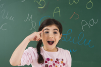 Portrait of Girl in Front of Chalkboard in Classroom 11030037180| 写真素材・ストックフォト・画像・イラスト素材|アマナイメージズ