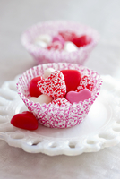 Heart Shaped Candy in Paper Cup 11030050503| 写真素材・ストックフォト・画像・イラスト素材|アマナイメージズ