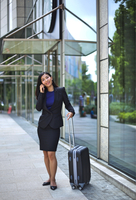 Chinese businesswoman with suitcase making a call 11044036054| 写真素材・ストックフォト・画像・イラスト素材|アマナイメージズ