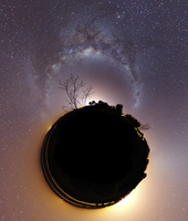 The Milky Way and zodiacal light presented as a mini planet. 11079023541| 写真素材・ストックフォト・画像・イラスト素材|アマナイメージズ