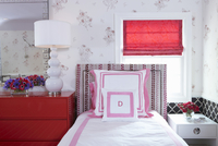 Bedroom with Pink and Red Accents 11084000190| 写真素材・ストックフォト・画像・イラスト素材|アマナイメージズ