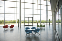Chairs and tables in office lobby area 11086003454| 写真素材・ストックフォト・画像・イラスト素材|アマナイメージズ
