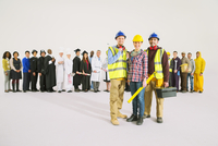 Portrait of construction workers in front of workforce 11086017383| 写真素材・ストックフォト・画像・イラスト素材|アマナイメージズ