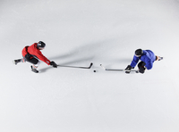 Overhead view hockey opponents going for the puck on ice 11086027993| 写真素材・ストックフォト・画像・イラスト素材|アマナイメージズ