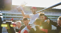 Formula one racing team carrying driver with trophy on shoulders, celebrating victory 11086033543| 写真素材・ストックフォト・画像・イラスト素材|アマナイメージズ
