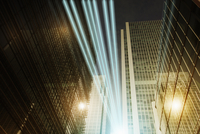 Fiber optic light trail communication technology streaming through highrise buildings, concept 11086035457| 写真素材・ストックフォト・画像・イラスト素材|アマナイメージズ