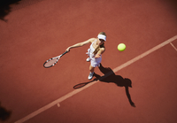 Overhead view young female tennis player playing tennis, serving the ball on sunny clay tennis court 11086035792| 写真素材・ストックフォト・画像・イラスト素材|アマナイメージズ
