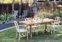 A table in a garden laid for a meal. 11093009004| 写真素材・ストックフォト・画像・イラスト素材|アマナイメージズ
