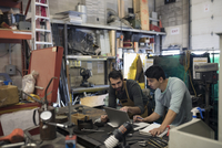 Male design professional engineers working at laptop in workshop 11096047690| 写真素材・ストックフォト・画像・イラスト素材|アマナイメージズ