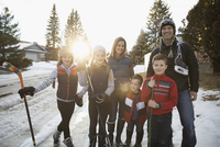 Portrait smiling family with ice hockey sticks and ice skates on snowy road 11096050572| 写真素材・ストックフォト・画像・イラスト素材|アマナイメージズ