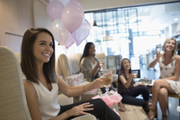 Smiling bride-to-be enjoying champagne and pedicure with bridesmaid friends in nail salon 11096054331| 写真素材・ストックフォト・画像・イラスト素材|アマナイメージズ