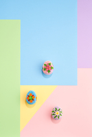 Easter eggs with paper on colorful pastel design graphic backgro 11098087934| 写真素材・ストックフォト・画像・イラスト素材|アマナイメージズ