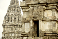 Carvings on walls of Prambanan temple against clear sky 11100049600| 写真素材・ストックフォト・画像・イラスト素材|アマナイメージズ