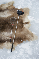 High angle view of fishing net and monopod on rug in snow at Abisko National Park 11100067015| 写真素材・ストックフォト・画像・イラスト素材|アマナイメージズ
