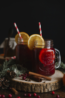Close-up of mulled wine on table against black background 11100068652| 写真素材・ストックフォト・画像・イラスト素材|アマナイメージズ