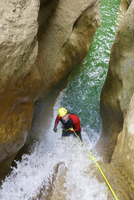 High angle view of hiker pulling rope while canyoneering at Aragon 11100069003| 写真素材・ストックフォト・画像・イラスト素材|アマナイメージズ