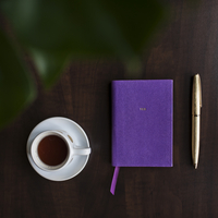 Overhead view of coffee in cup and diary on table 11100069754| 写真素材・ストックフォト・画像・イラスト素材|アマナイメージズ