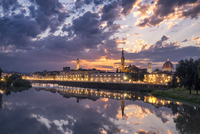 Illuminated buildings reflection in river Arno against sky during sunset 11100070378| 写真素材・ストックフォト・画像・イラスト素材|アマナイメージズ