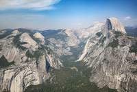 View from Glacier Point to Yosemite Valley with Half Dome 11102001569| 写真素材・ストックフォト・画像・イラスト素材|アマナイメージズ